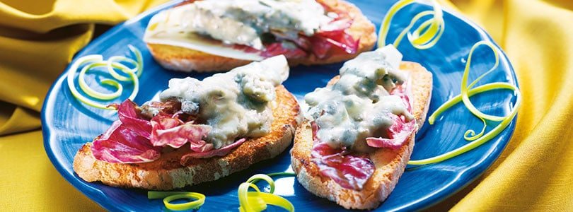 Ricetta crostini con radicchio e gorgonzola