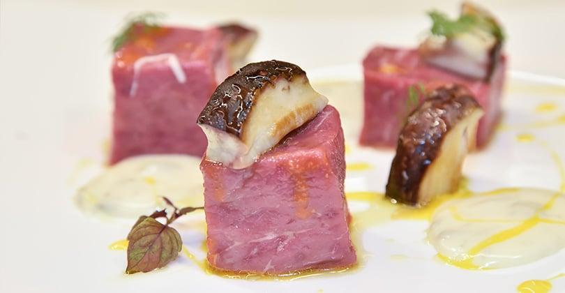 Cubo di tartare di carne con Gorgonzola