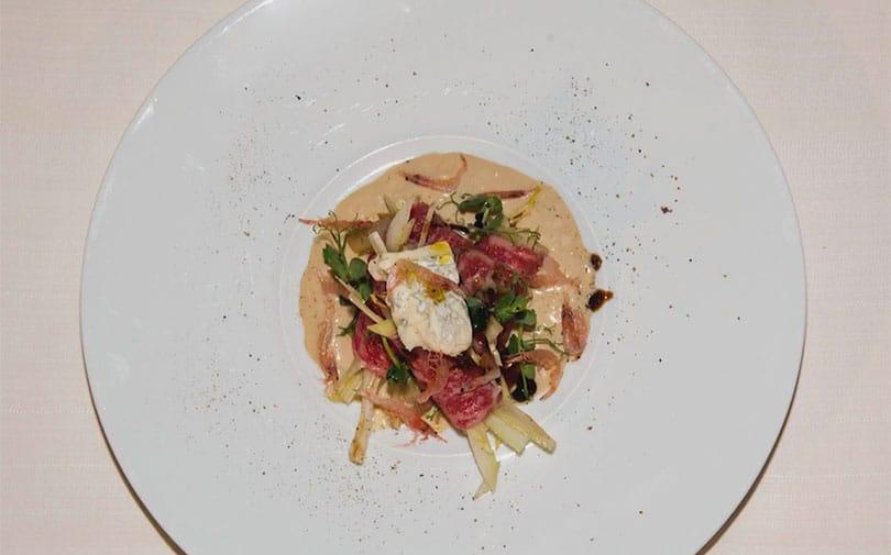 Carpaccio di Wagyu Beef, Crema di Gorgonzola Dolce e Gamberi Sakura