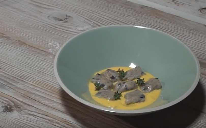 Gnocchi di patate e riso artemide con fonduta di gorgonzola dolce e zafferano