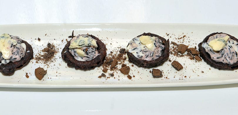 ricette-cibus18_0003_mousse di gorgonzola e riso nero in anello di cipolla
