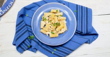 Rigatoni con pesto di noci, Gorgonzola dolce e maggiorana